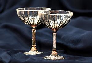 Украшенные бриллиантами бокалы для шампанского - подарок для аристократов