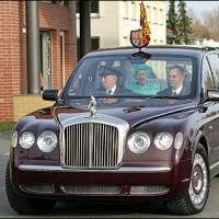 Королевские автомобили: экскурсия по «коронованному» гаражу