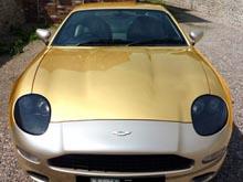 Золотой Aston Martin