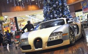 Впервые Bugatti Veyron припаркован внутри торгового центра