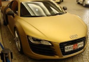 Золотой Audi R8 появился в Дубаи