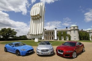 Памятник Jaguar E-Type в Гудвуде
