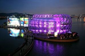 В Сеуле открылся плавучий остров