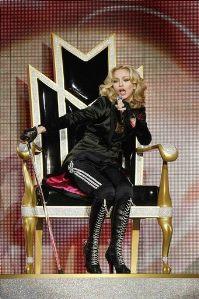Мадонну оштрафовали: слишком долго пела