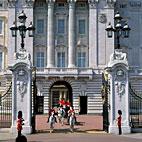 Офицер Букингемского дворца обвиняется в финансовом мошенничестве