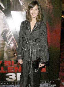 Джессика Альба появилась на премьере в пижаме от Dolce&Gabbana