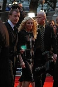 Сколько недвижимости потеряет Мадонна в результате развода?