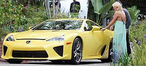 Пэрис Хилтон получила в подарок автомобиль за 350 тысяч долларов
