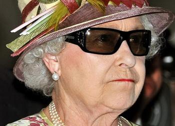 Британская королева примерила 3D-очки