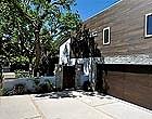 Актер Барри Миллер продает особняк на Голливудских холмах