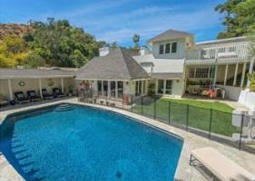 Брекин Мейер продает дом в Калифорнии