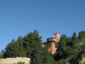 Легендарный особняк Castillo Del Lago на Голливудских холмах выставлен на продажу