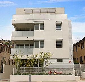 Крис Браун купил квартиру в Голливуде