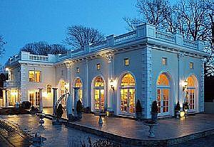 В Ньюпорте на продажу выставлен роскошный особняк в старинном стиле
