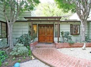 Рок-музыкант Генри Роллинс продает дом на Голливудских холмах