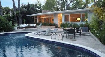 Голливудский режиссер Маркос Сига продает особняк в Лос-Анджелесе