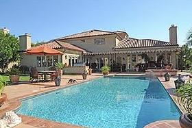 Майкл Ли Адай продает дом в Калифорнии
