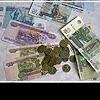 Что делать с рублем: только не в банки!